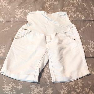 Pea in the Pod Maternity denim shorts. Size 31.